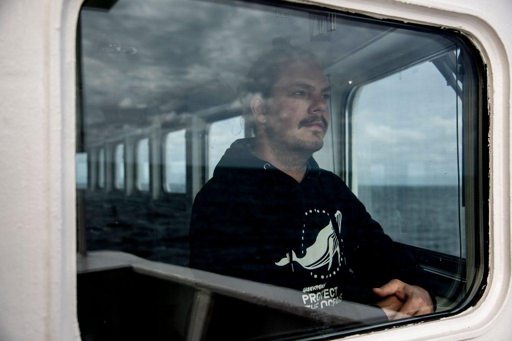 GENTE a bordo del Esperanza, el barco de Greenpeace, rumbo